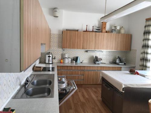 A kitchen or kitchenette at Ferienhaus Huber