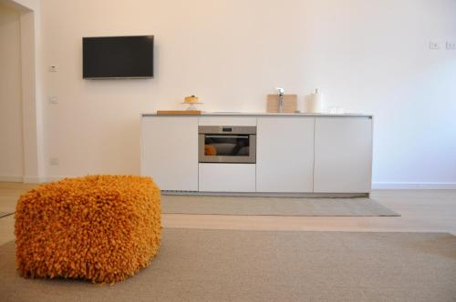 A television and/or entertainment center at Appartamento Colonna
