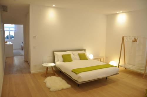 A bed or beds in a room at Appartamento Colonna
