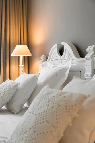 A bed or beds in a room at B&B Engelen aan de Waterkant
