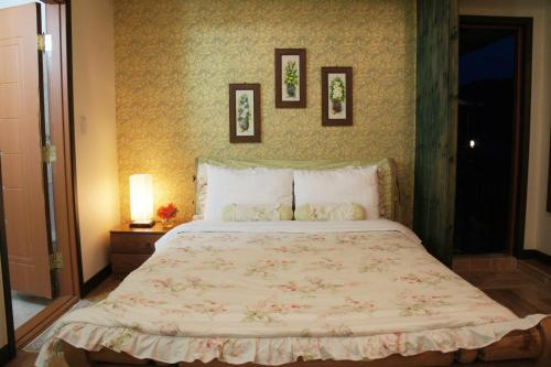 Geum Dang Lodge tesisinde bir odada yatak veya yataklar