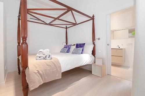 A bed or beds in a room at Can Blau Homes Turismo de Interior