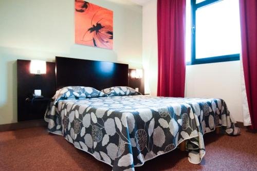 A bed or beds in a room at Residhotel Lyon Lamartine