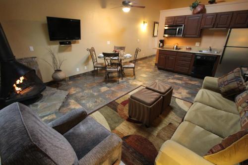 Zona de estar de Villas at Poco Diablo by VRI Resort