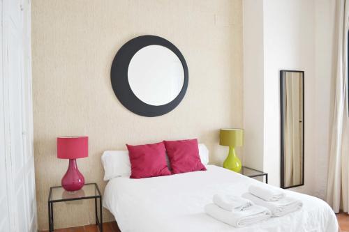 A bed or beds in a room at Casas y Patios de Sevilla