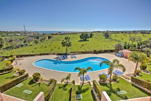 A view of the pool at Quinta da Atalaia or nearby