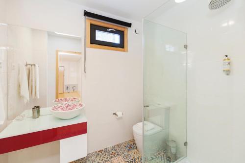 Een badkamer bij Oporto Local Studios