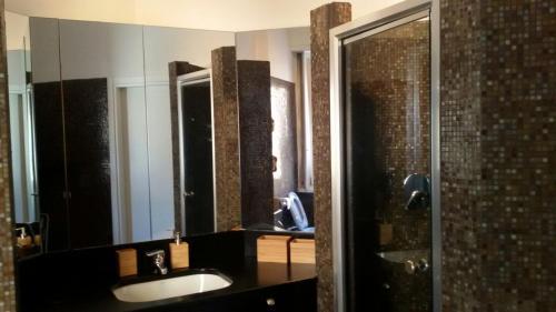 A bathroom at Duomo Lux