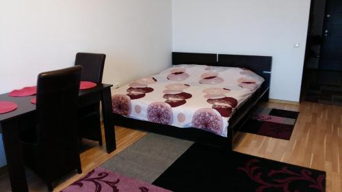 A bed or beds in a room at Studio Eduard