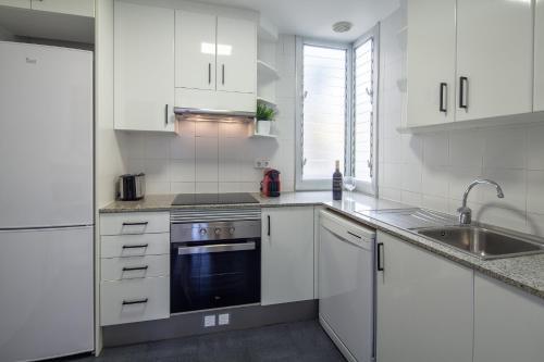 A kitchen or kitchenette at Habitat Apartments Hot Jazz