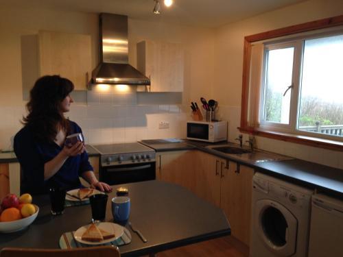 A kitchen or kitchenette at Tangles & Kelpie