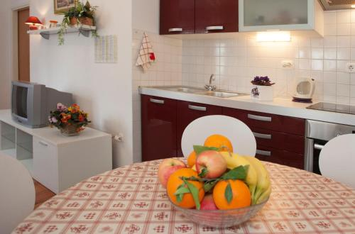 A kitchen or kitchenette at Apartments Leo