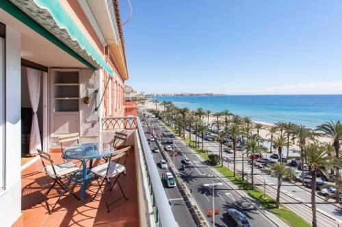 A balcony or terrace at Apartamentos Bahía Alicante