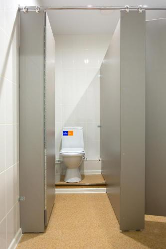 A bathroom at Hostel v Ishime