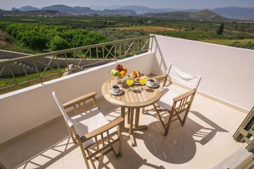Un balcón o terraza de Anassia Villas
