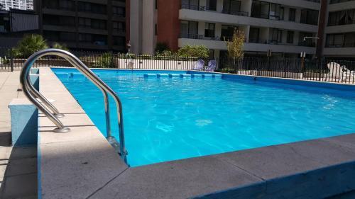 A piscina localizada em Arriendos San Isidro ou nos arredores