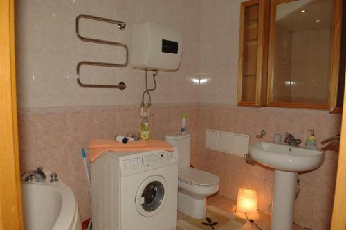 A bathroom at Apartment on Naberezhnaya 22
