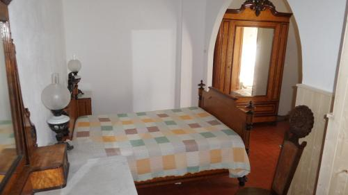 A bed or beds in a room at Casa da Rosa