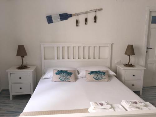 A bed or beds in a room at Il Corallo