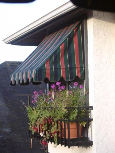 A porch or other outdoor area at Heathergate Cottage and Suites