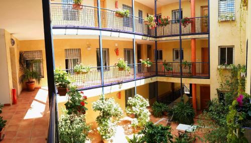 Vista de la piscina de Apartamentos Sevilla o alrededores