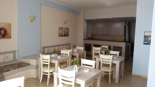 Een restaurant of ander eetgelegenheid bij Pallada Hotel