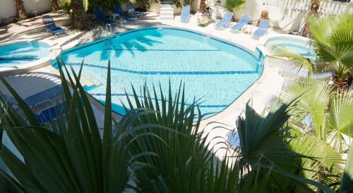 A view of the pool at White Palace Studios or nearby