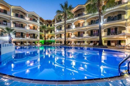 Der Swimmingpool an oder in der Nähe von Zante Atlantis Hotel