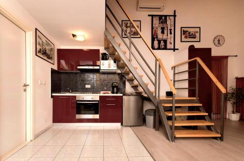 A kitchen or kitchenette at Apartment Mišel