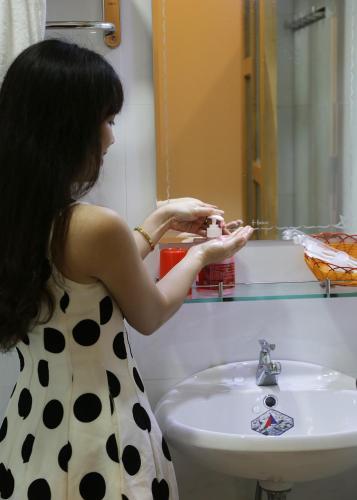 A bathroom at Danang Beach 2 Hotel