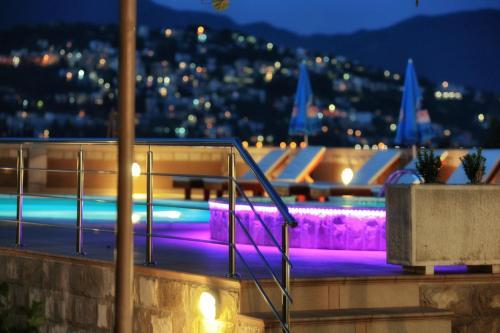 The swimming pool at or near Apartments Obala - Katić