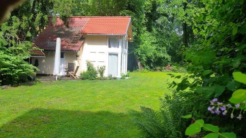 Ein Garten an der Unterkunft Guesthouse Biederitz