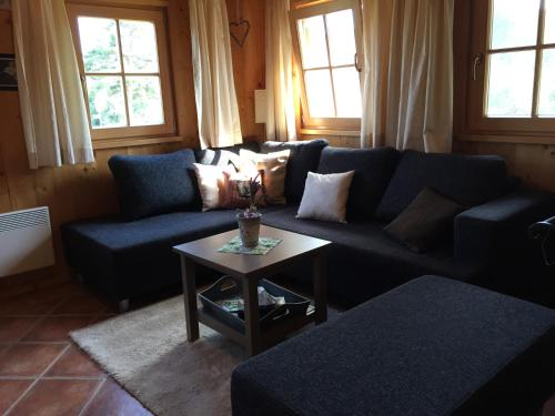 A seating area at Eisenberg Chalet