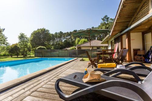 The swimming pool at or near Madame Vacances Villas la Clairière aux Chevreuils