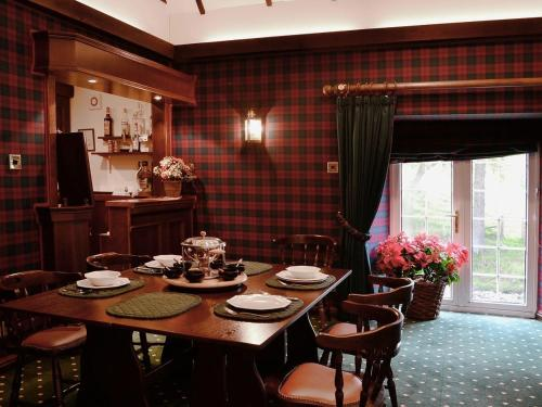 A restaurant or other place to eat at Hearthstanes Steading