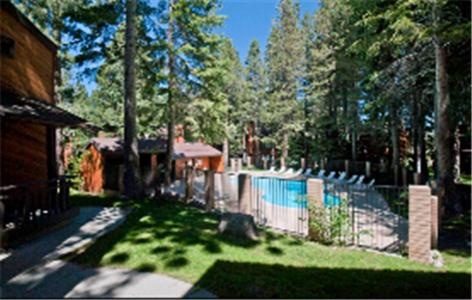 The swimming pool at or near Meadow Ridge Condos by Mammoth Slopes Lodging