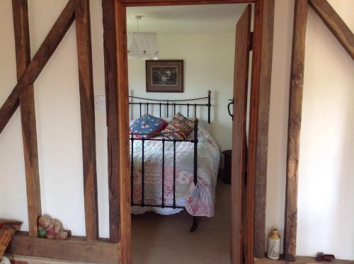 A bed or beds in a room at Hops and the Vines