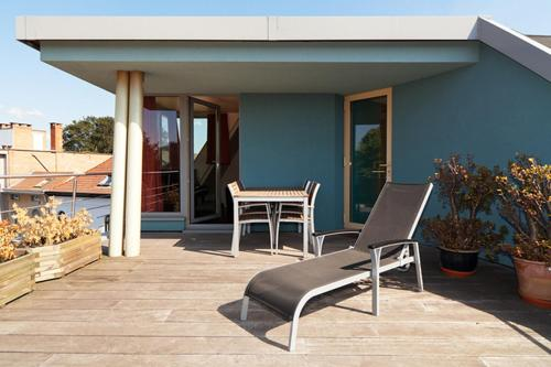 Een patio of ander buitengedeelte van Quatre Mains Serviced Apartments