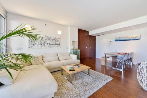 A seating area at Ikebana Apartments