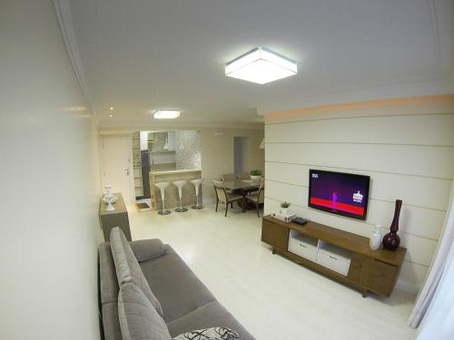 The lounge or bar area at Apartamento Luzes do Farol