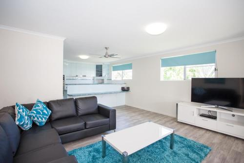 A seating area at City Beach Holiday House