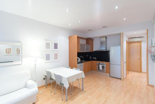 A kitchen or kitchenette at Barcelona Home Sweet Home