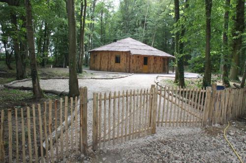 Jardin de l'établissement L'isba des bois, hors du temps