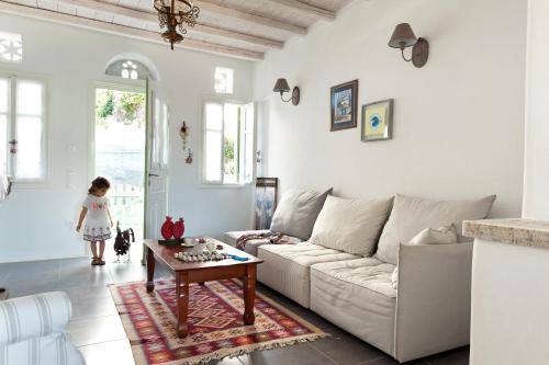A seating area at Skaris Homes