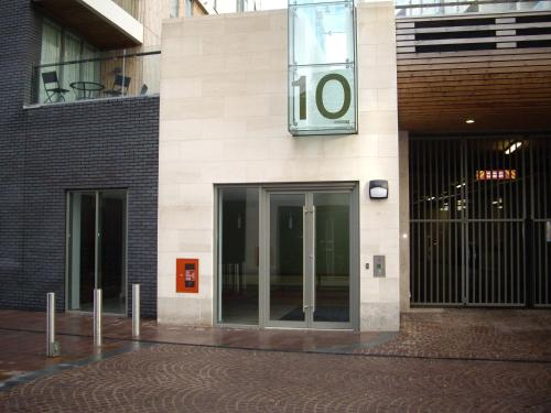 The facade or entrance of Titanic View Apartment