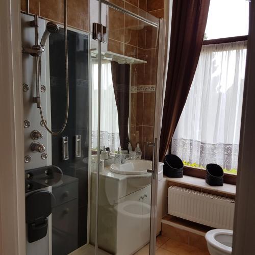 A bathroom at Rue masure