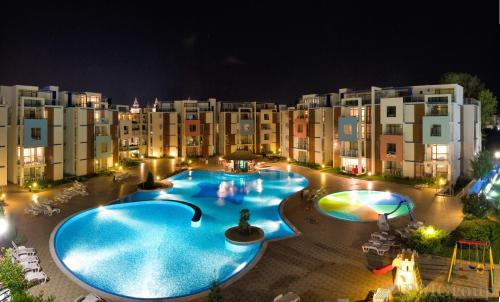 The swimming pool at or near Sun City I Apartments