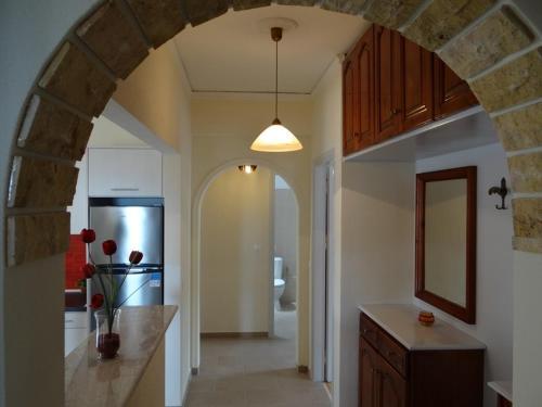O bucătărie sau chicinetă la Tassos Village House