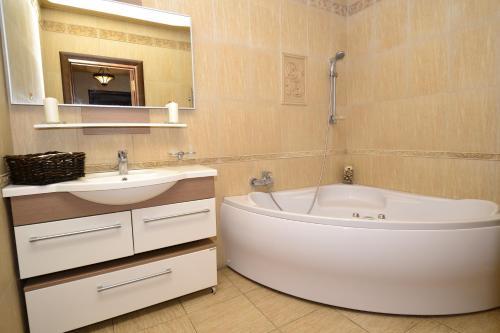 A bathroom at Apartment Nebesnaya