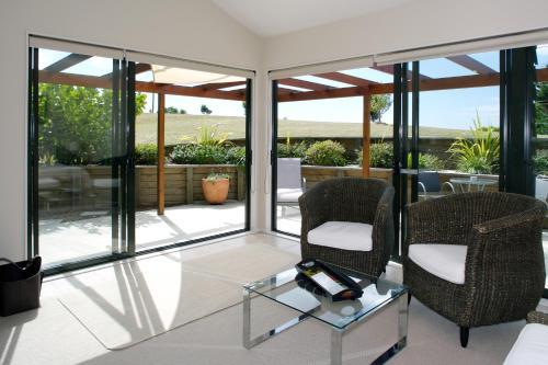 A balcony or terrace at Te Whau Ridge Studio
